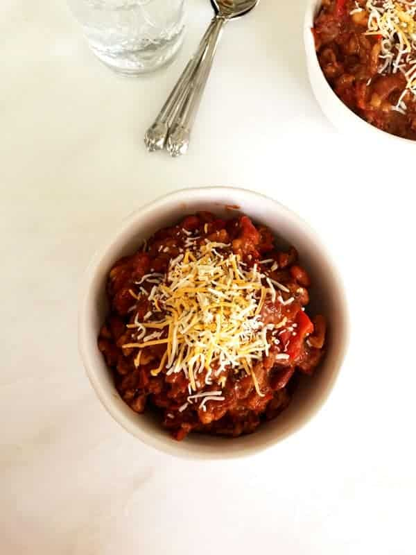 Try this healthy and delicious slow cooker turkey chili with ground turkey and enjoy some healthy comfort food to keep you warm.
