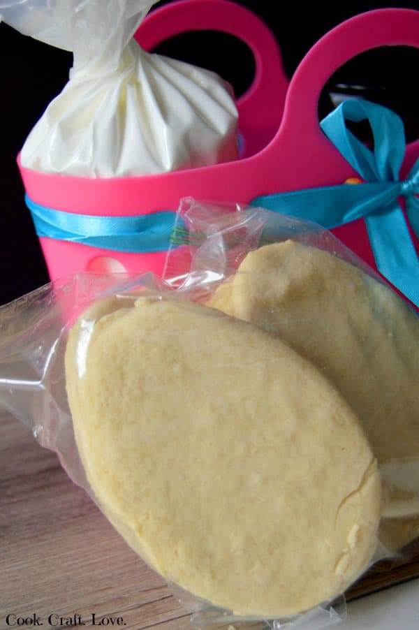 Easter cookie decorating kit cook craft love for a new spin on easter eggs try gifting your favorite friends and family members with negle Gallery