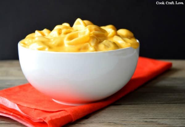 Mac and cheese is the ultimate comfort food and this creamy mac and cheese recipe is the answer to my little mac and cheese prayers!