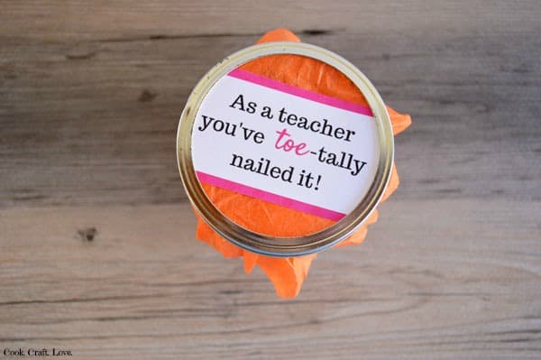 Teacher Appreciation Week is next week and our teacher's work so hard they deserve a little appreciation for all they do!  Do you have a teacher in your life who needs some lovin' and pampering?  Give her a manicure in a jar!  Then she'll have pretty nails while grading all those papers!