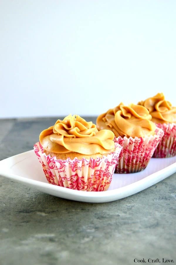 Peanut butter and chocolate come together in the best way in these inside out peanut butter cup cupcakes! Loads of peanut butter with a gooey surprise inside!