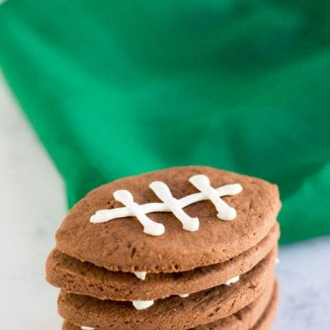 Football season is upon us! Check out these adorable and easy chocolate shortbread football cookies perfect for your next football party or tailgate!