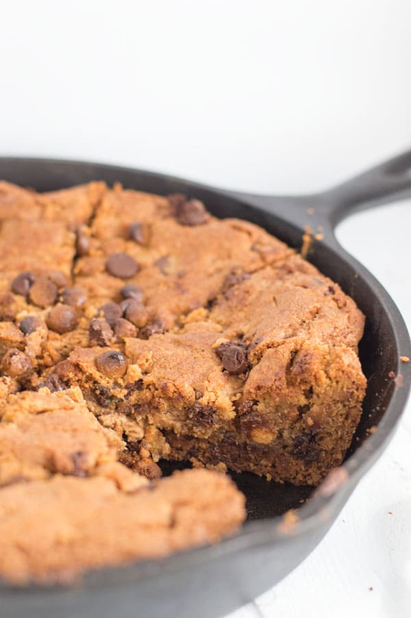 Peanut butter and chocolate come together in a winning combination with this peanut butter cup skillet cookie!