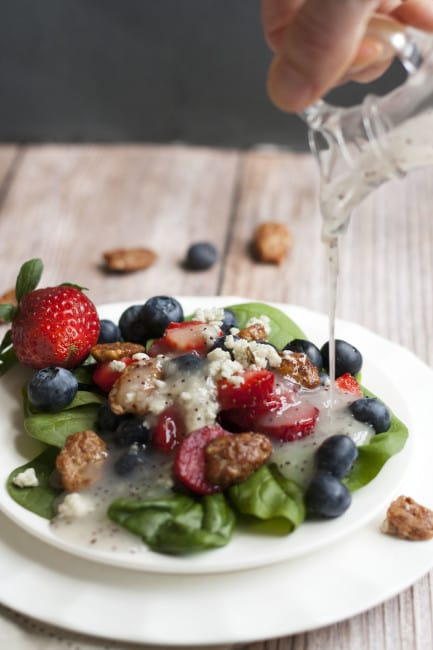 Strawberry-Blueberry-Spinach-Salad-2-e1451748060652