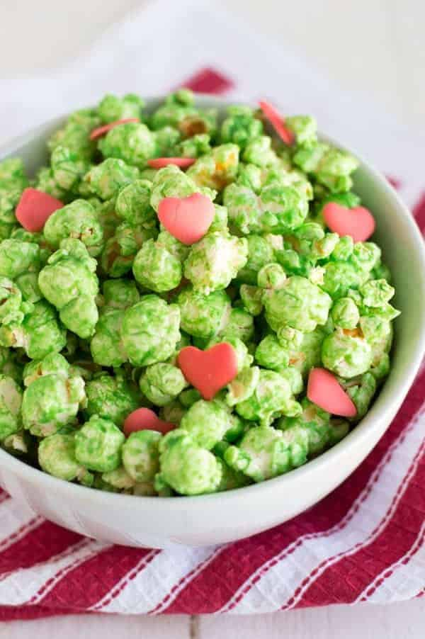 Every Christmas I have to watch my favorite Christmas movie How the Grinch Stole Christmas and this year I have the perfect popcorn snack to enjoy while I watch!